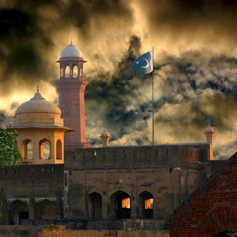 TOURISM: LAHORE FORT