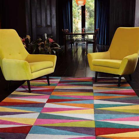 taille minimum chambre tapis moderne multicolore aux motifs triangulaires