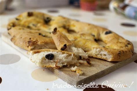 cuisiner des lardons fougasse olives et tomates séchées recette de cuisine