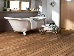 un parquet dans la salle de bains c39est possible deco cool With parquet flottant salle de bain