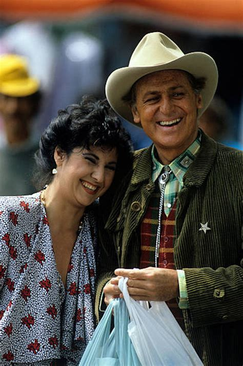 Per i tanti impegni lavorativi, marisa laurito non ha avuto figli. Marisa Laurito: età, carriera, programmi tv, vita privata ...