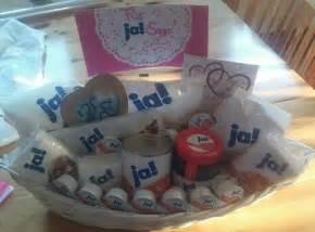 geschenk zum 1 hochzeitstag fã r ihn best 25 verlobungsgeschenk ideas on 2 hochzeitstag notfallkoffer and kleine