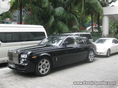 roll royce road rolls royce ghost spotted in orchard road singapore on 12
