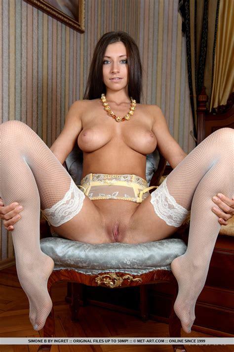 Simone B Nude In Fiebre At Metart Hunter