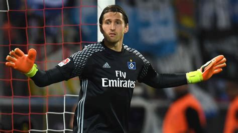 Hamburg face goalkeeper crisis before Borussia Dortmund clash