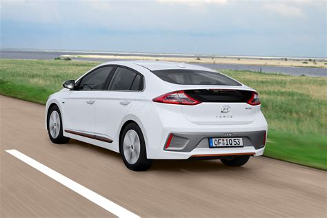 Hyundai Ioniq Ev Electric Car Review Pictures Auto Express