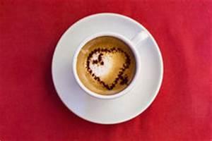 Kaffeetasse Mit Herz : kaffeetasse auf einem roten hintergrund lizenzfreies stockfoto bild 7634055 ~ Yasmunasinghe.com Haus und Dekorationen