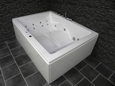 Laura Premium Luxus Whirlpool Badewanne Riesen Indoor Spa