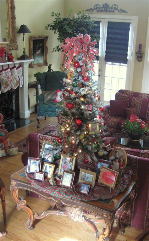 christmas ideas that start with a r 19 tree themes c r a f t