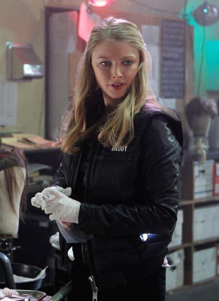 elisabeth harnois gallery   hottest female cops  tv shows complex