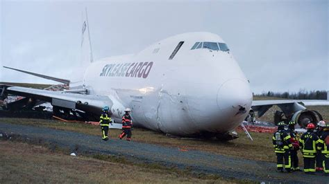 cargo plane goes runway landing in canada stuff co nz