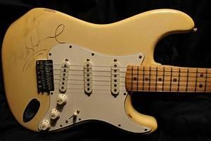 Fender  Stratocaster Guitar  1982