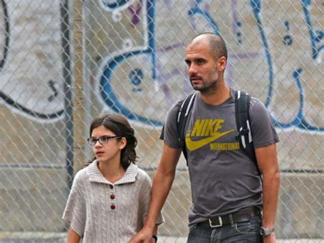 Последние твиты от pepteam (@pepteam). Pep Guardiola walks with his family in New York