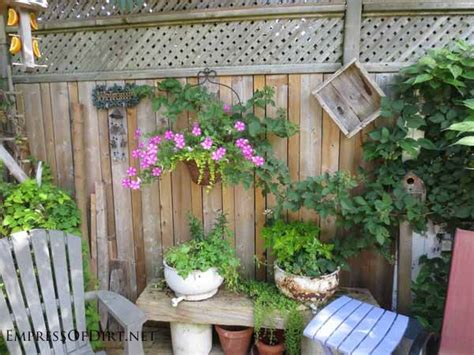 Backyard Fence Decor - 25 creative ideas for garden fences empress of dirt