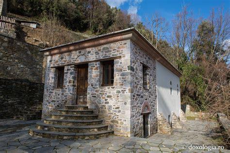 Schitul Lacu | Prietenii Sfântului Munte Athos