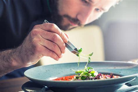 creative restaurant marketing ideas    customers