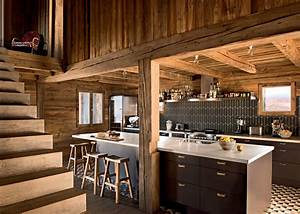 une cuisine en bois pour une ambiance chalet de montagne With faire son plan maison 18 amenagement cuisine carrelage cuisine latour carrelage