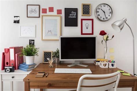 mettre une horloge sur le bureau 25 idées déco d un bureau maison nos astuces pour le