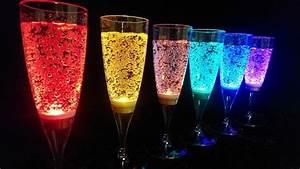 Coupe De Champagne Plastique : la fl te champagne lumineuse rendra votre cocktail fluo ~ Teatrodelosmanantiales.com Idées de Décoration