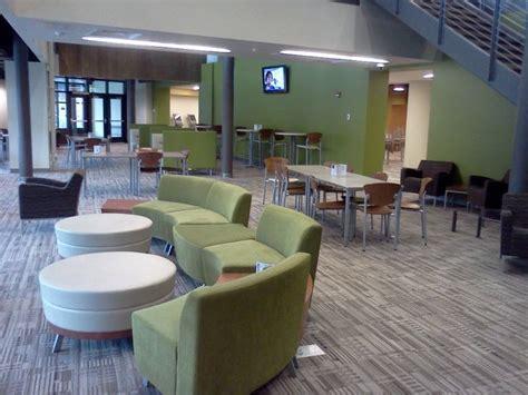 bureau emploi qu饕ec les 181 meilleures images du tableau mobilier et espaces novateurs pour les bibliothèques sur espaces bureaux espace de travail et