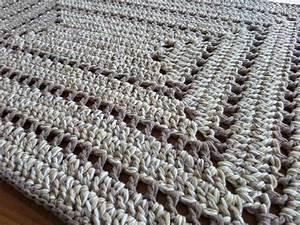 Tapis En Crochet : tapis au crochet et compagnie les bricoles du grenier le crochet crochet et tapis ~ Teatrodelosmanantiales.com Idées de Décoration