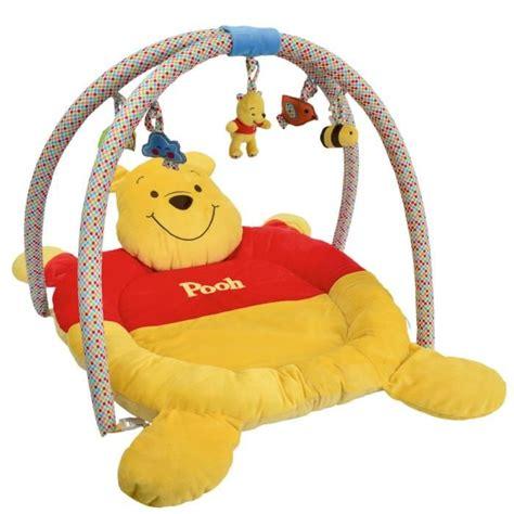 tapis de chambre winnie l ourson winnie l 39 ourson tapis de jeu avec arche jaune et