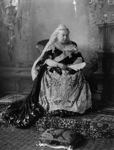 Amid Diamond Jubilee Fever, Scholars Reflect on Monarchy