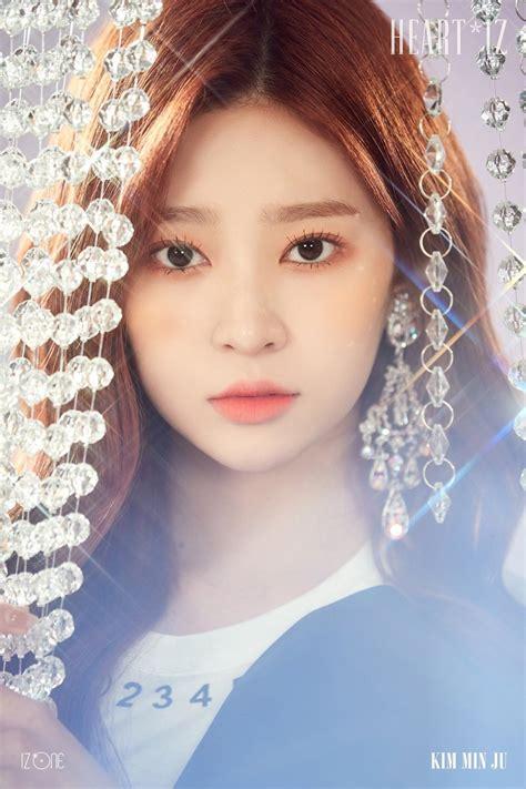 izone rilis foto teaser individu  versi sapphire