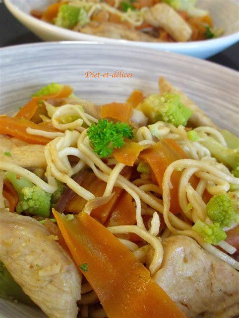 cuisine chinoise au wok wok de nouilles chinoises au poulet et aux légumes diet