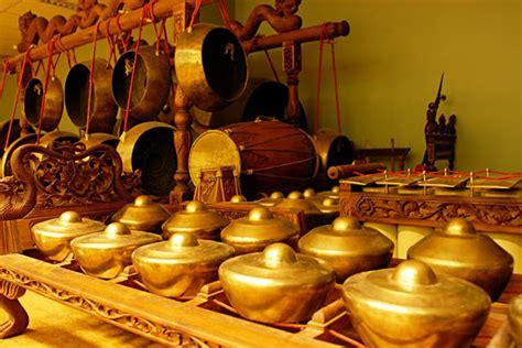 Ana becing ialah jenis alat musik yang mirip dengan pendayung dan terbuat dari dua batang logam berasal dari sulawesi utara. Kliping Alat Musik Tradisional di Indonesia - Berbagi Ilmu Berbagi Pengetahuan