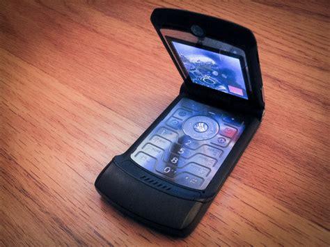 motorola foldable phone details revealed razr design