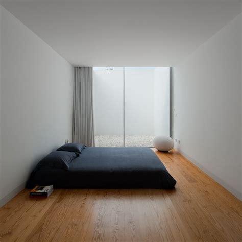 minimalist designer 34 stylishly minimalist bedroom design ideas digsdigs