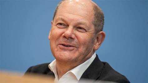 Alle wichtigen links gibt es hier linktr.ee/olafscholz. Olaf Scholz: Das ist das stattliche Gehalt des Bundesfinanzministers - und als SPD-Chef | Geld