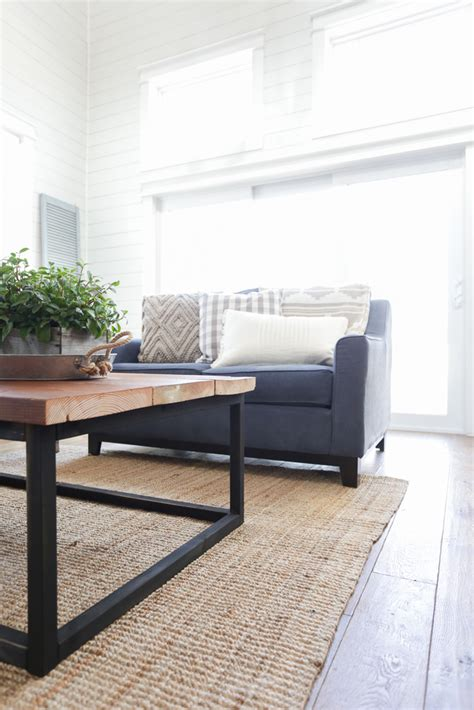 In this tutorial diy pete will will show you how to make a wood slab coffee table with an epoxy inlay. Remodelaholic | DIY Reclaimed Wood Coffee Table with Faux ...