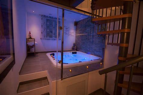 chambre avec var salle de bain granit noir