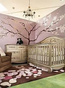 la peinture chambre bebe 70 idees sympas With tapis chambre enfant avec plaid canapé marron