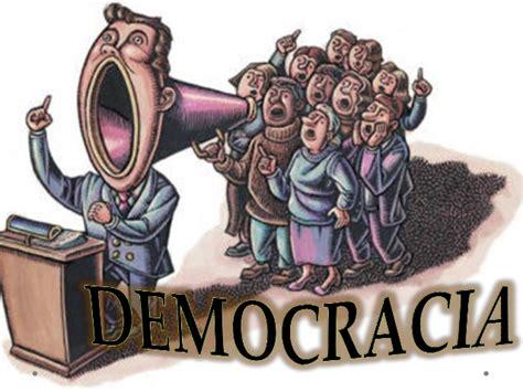 Es una democracia representativa, es decir no es una democracia. Democracia