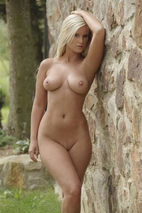 Marry Queen naked outdoors
