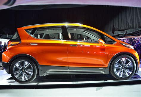 chevrolet unveils  bolt electric car    mile