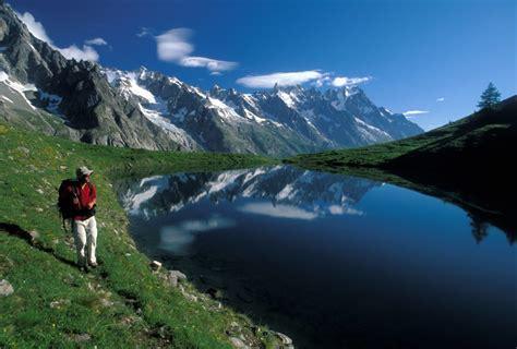 bureau alpes controles tour du mont blanc randonnee 28 images voyage trek et