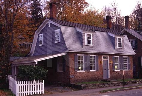gambrel roof home