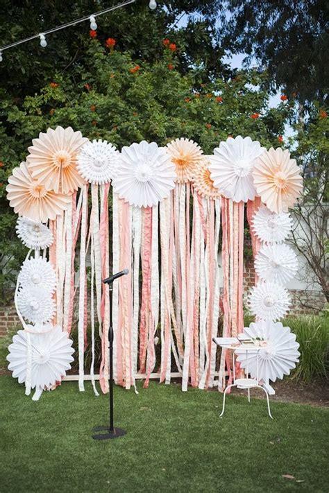 Diy Outdoor Photo Backdrop by 20 Diy Paper Wedding Backdrops Backdrops Diy Paper And
