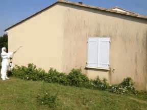 nettoyage mur exterieur eau de javel ne perdez pas votre temps avec un karcher qui ab 238 me votre cr 233 pi et votre toit dmoz fr