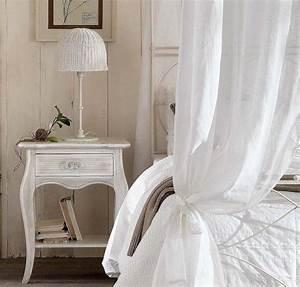 Table De Chevet Romantique : d coration de la chambre romantique 55 id es shabby chic ~ Melissatoandfro.com Idées de Décoration