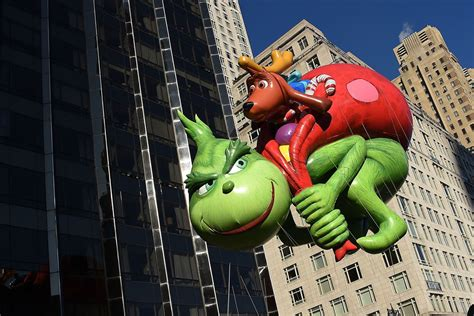 thanksgiving day parade  stream time tv schedule