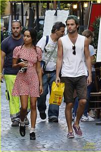 Penn Badgley & Zoe Kravitz: Kisses in Rome! | Photo 600831 ...