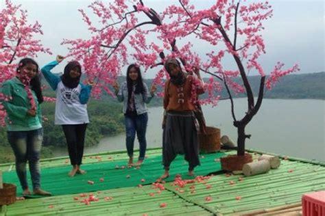 dua spot foto  diburu wisatawan  desa wisata kandri