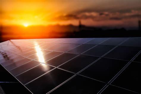 donald trumps plan  build  solar border wall
