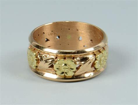 Lot 775: Fine and Costume Jewelry & Ladies Fashion, 17 item