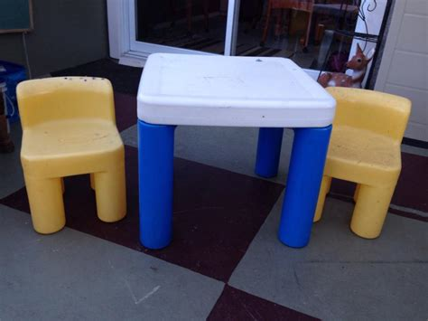 tikes table and 2 chairs city